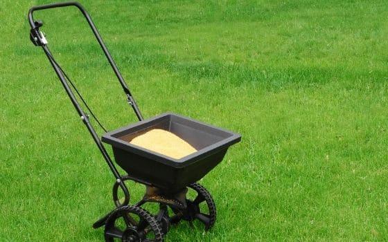 Fertilizer spreaders; Image